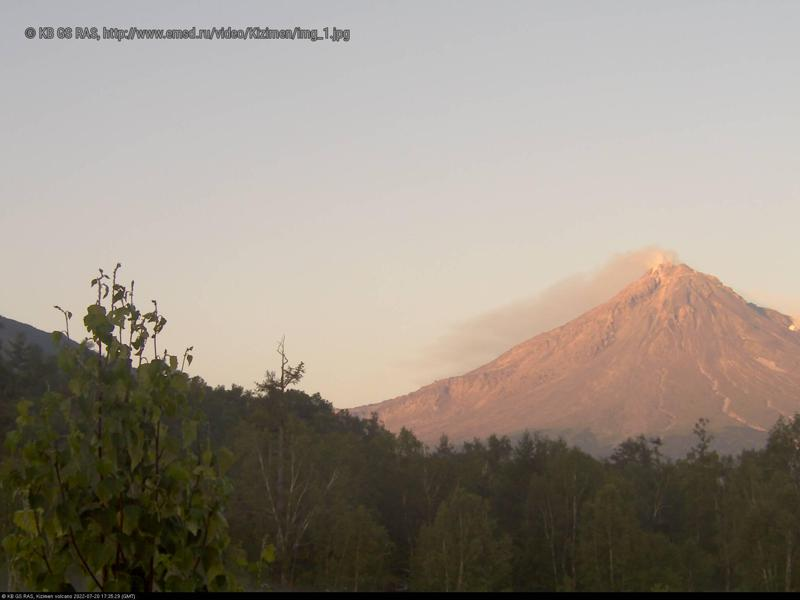 Веб камера показывает вулкан Кизимен на Камчатке